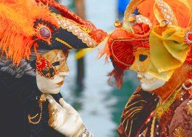 Crea la tua maschera veneziana
